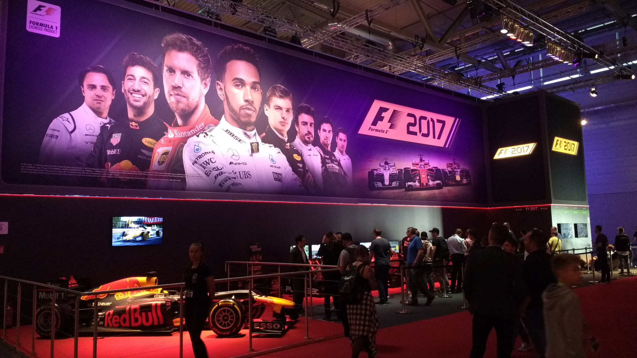Stand von Koch Media mit F1 2017 und einem Formel-1-Auto von Red Bull
