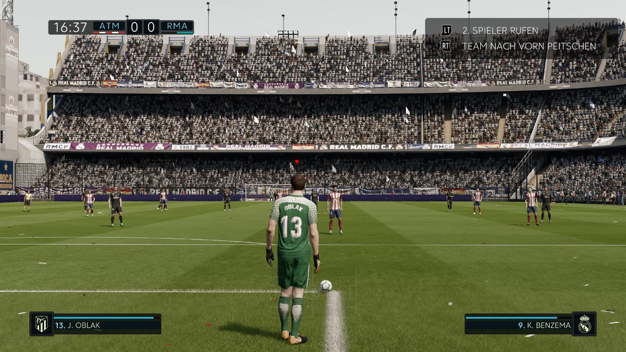 Oblak beim Abstoß im Spiel Athlético Madrid gegen Real Madrid