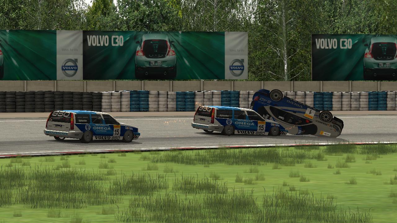 Unfall zwischen zwei Volvo auf dem Autodrom Chayka