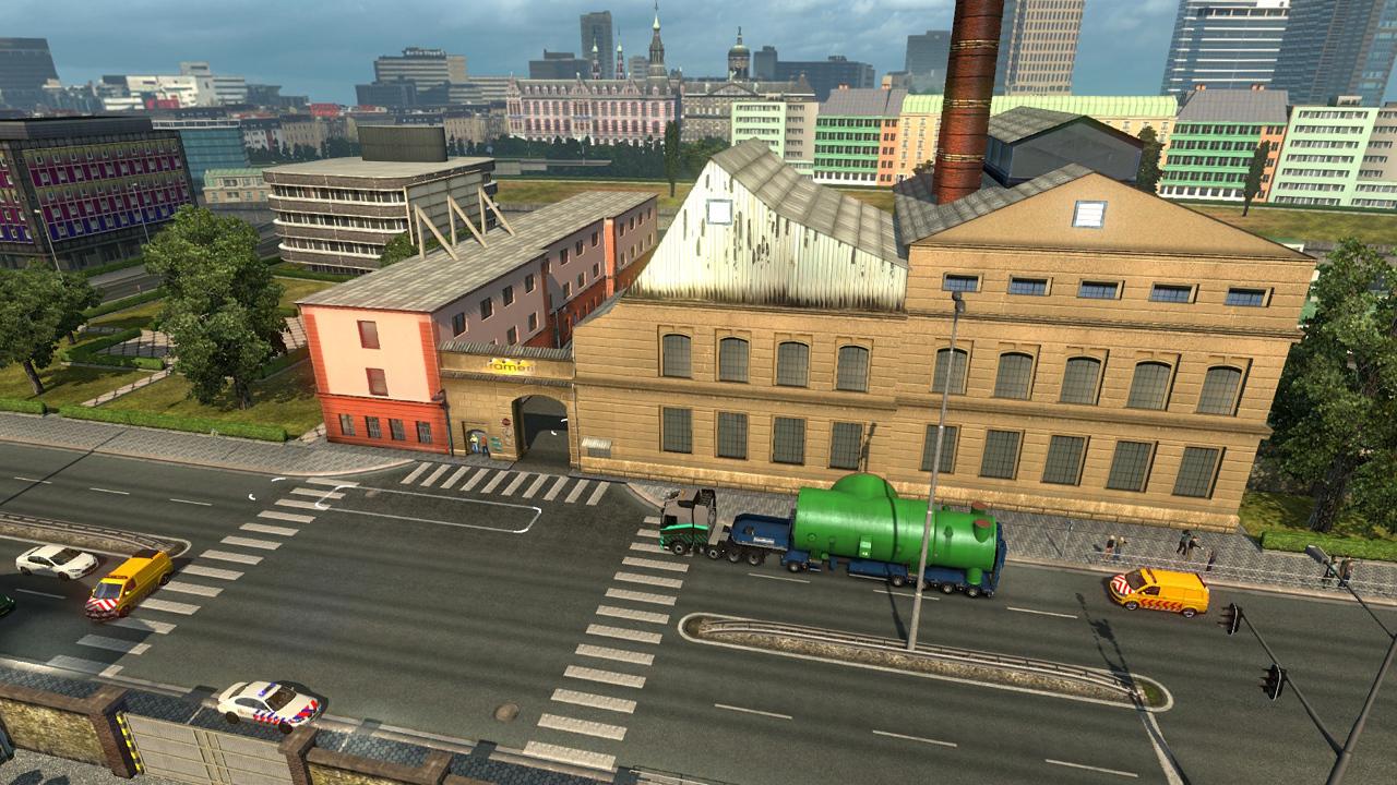 Schwerlast-LKW mit Parkbucht vor Firmeneinfahrt Trameri in Amsterdam